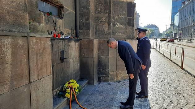 Německý velvyslanec Christoph Israng ocenil 18. 6. 2021 statečnost parašutistů, kteří provedli útok na Reinharda Heydricha.