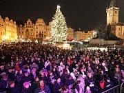 PŘIJĎTE si dnes od 18 hodin na Staroměstské náměstí zazpívat nejznámější české koledy.