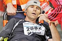 Nezapomínejte při běžeckých aktivitách na pitný režim, jinak vás do cíle dovezou na vozíku.