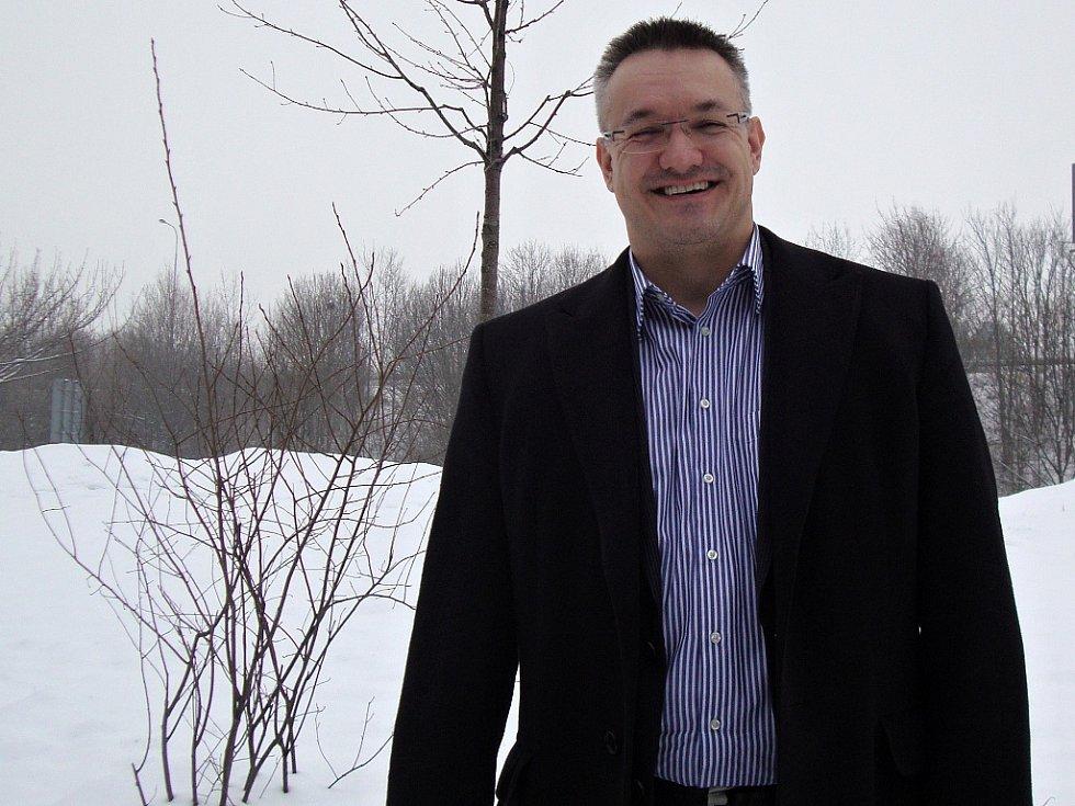 Tomáš Prokop si jako otužilec užívá současnou sněhovou nadílku.