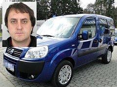 Mladík se živí jako taxikář a používá osobní motorové vozidlo tovární značky Fiat Dobló.