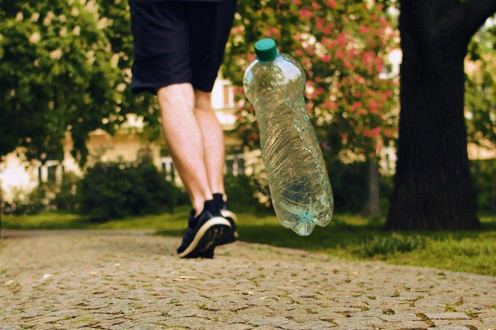 Pražské služby spustily kampaň Není to normální, která se zaměřuje na boj s odhazováním odpadků ve veřejném prostoru.