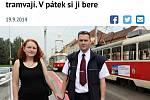 Kuriózní seznámení. Dvojice se poznala poté, co Moniku srazila tramvaj. Tu řídil její budoucí manžel Vít Malý. Pražský deník se tomuto příběhu věnuje dlouhodobě.