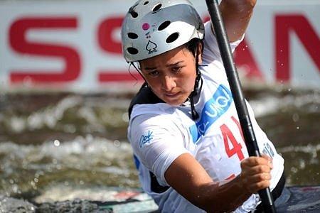 ávodnice Cookových ostrovů Ella Nicholas ve druhé kvalifikační jízdě závodu.