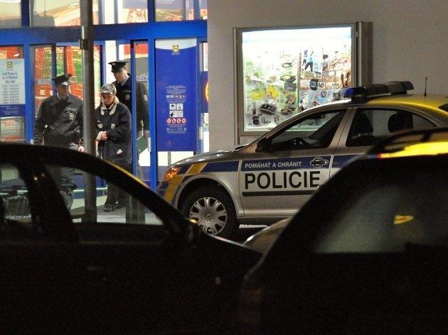 Nenápadnou zlodějku se v noci na pondělí podařilo zadržet pracovníkům prodejny diskontního řetězce na sídlišti Krč v Praze 4.