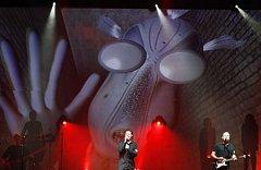 The Australian Pink Floyd show, kteří jsou považování za nejlepší revival kapelu známých Pink Floyd, předvedli svou verzi legendární the Wall v holešovické Tesla Areně.