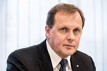 Rada České televize volila ve druhém kole 26. dubna nového ředitele České televize. Na snímku Petr Dvořák.