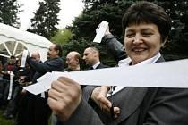 Slavnostního otevření se zúčastnila i ministryně Džamila Stehlíková.