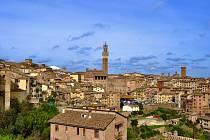 Projděte si společně s námi toskánské město zalité sluncem Sienu.