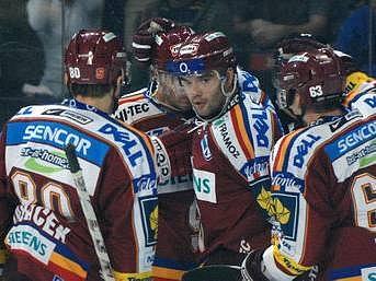 RADOST. Hokejisté Sparty porazili na domácím ledě Znojmo 2:1.