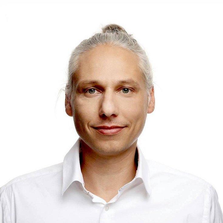 Robert Veverka.