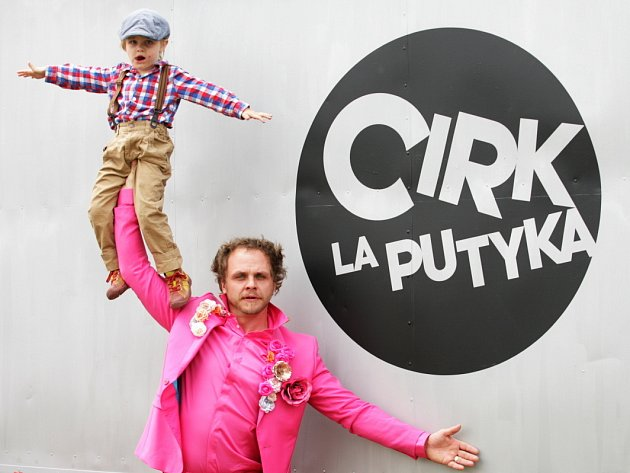 ARTISTA a šéf souboru La Putyka Rosťa Novák.