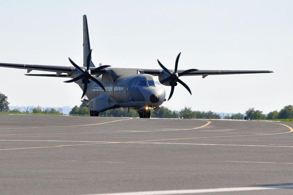 Vojenské letiště Praha-Kbely, na kterém je působí 24. základna dopravního letectva. Na snímku letoun Casa