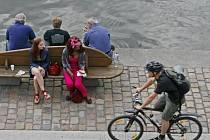 TUDY TO JDE. Na pravém břehu je o cyklisty postaráno, levý je na tom o poznání hůř.