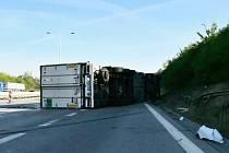 Nehoda kamionu a dodávky na Pražském okruhu.