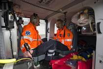 Záchranný vrtulník na stanovišti pražské letecké záchranné služby v Ruzyni.