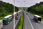 Silniční tragédie u Černého Mostu přinesla ve středu 9. června 2021 dopoledne vážné dopravní komplikace jak v části hlavního města, tak v přilehlých oblastech Středočeského kraje.