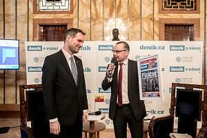 Setkání Deníku s primátorem Prahy Zdeňkem Hřibem (vlevo). Moderátorem byl šéfredaktor Deníku Tomáš Skřivánek.