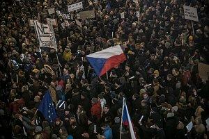 Lidé protestovali proti Ondráčkovi a Babišovi