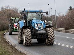 Asociace soukromého zemědělství ČR podpořila jízdou traktorů Jiřího Drahoše před prezidentskou volbou 25. ledna v Praze.