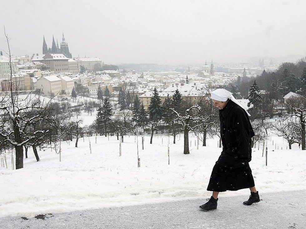 V noci na 17. prosince napadl a udržel se první relativní sníh.