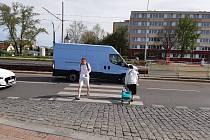 Nebezpečný přechod u stanice metra Ládví čeká úprava.