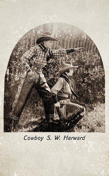 Reklamní pohlednice dua Two Harwards.
