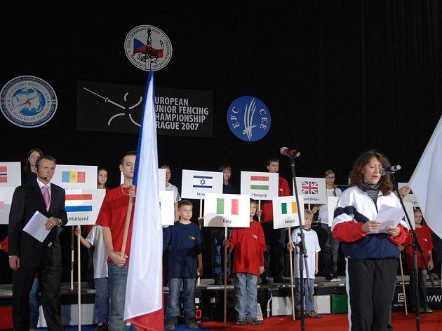Zahájeno. Slavnostním ceremoniálem bylo v úterý symbolicky zahájeno Mistrovství Evropy v šermu juniorů, které se koná až do neděle v hale Slavie ve vršovickém Edenu.