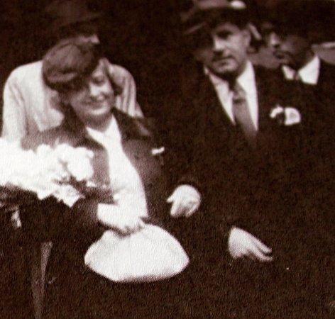 Dvě svatby. Tu první, vězeňskou, měli Felix Porges a Elly Bernsteinová za války vTerezíně. Tu druhou (na snímku) si pak vystrojili vPraze po návratu zkoncentračního tábora.