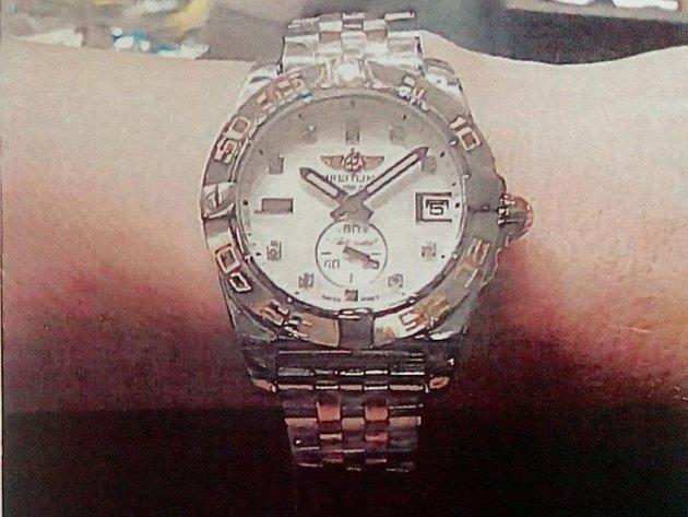 Ukradené hodinky.