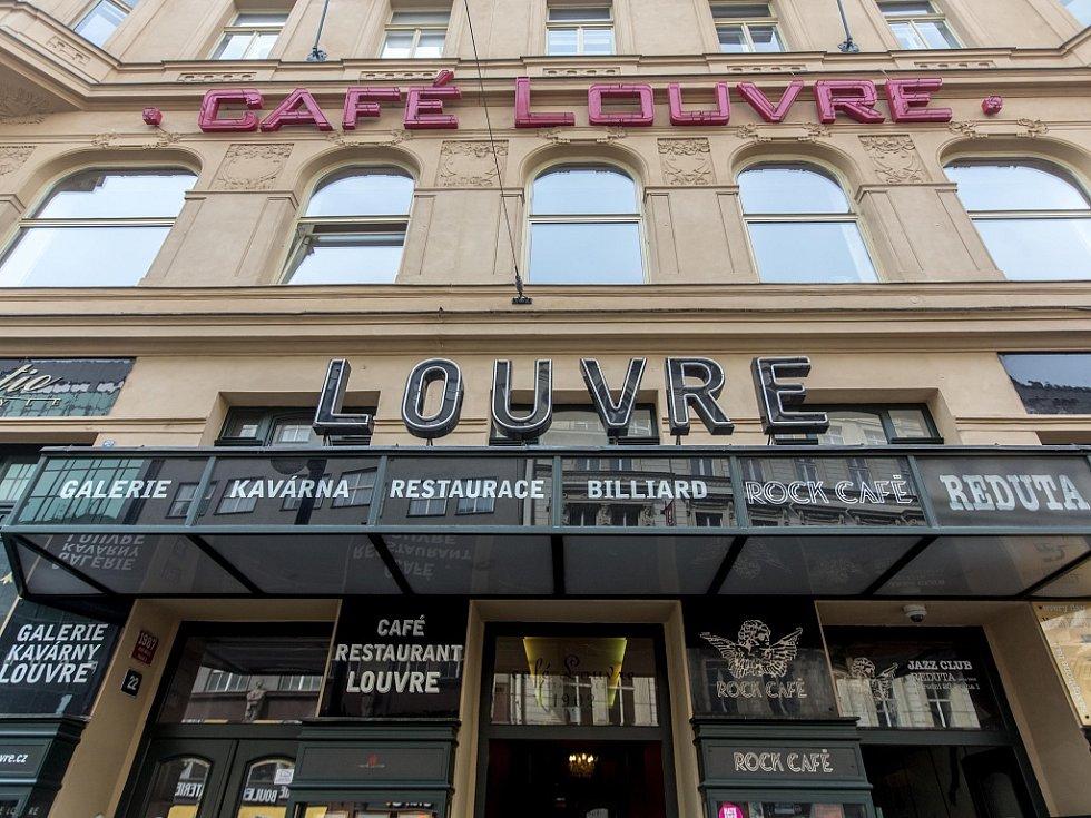 Café Louvre.