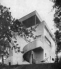 Vila redaktora Karla Jíšeho. Unikátní funkcionalistická stavba zmizela bez jakéhokoli zájmu veřejnosti v polovině dubna 2018.