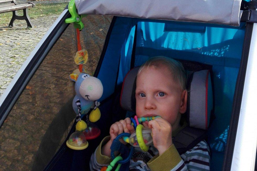 Matyášek má atrofii mozku. Jeho rodině pomáhá sbírka přes portál znesnáze21.