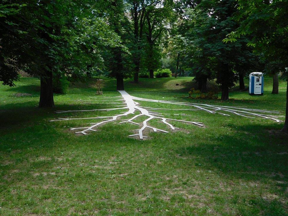 Pomník Maxe van der Stoela. Umělecké dílo připomínající nepříliš známou kapitolu českých dějin zrealizoval výtvarník a sochař Dominik Lang.