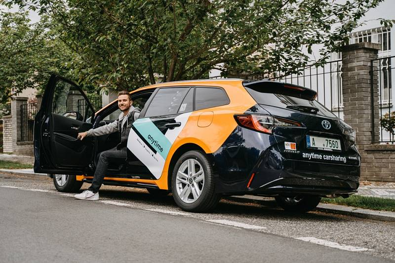 Obliba carsharingu neboli krátkodobých pronájmů sdílených aut v Praze roste.