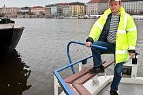 HURÁ NA VODU! Manažer výstavy Petr Kotek slibuje, že letošní čtvrtý ročník výstavy Lodě na vodě přinese spoustu novinek a kuriozit, jako například stoletou závodní plachetnici či loď z pet lahví.