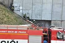 Život prozatím neznámého člověka, patrně bezdomovce, si v pondělí 10. března 2014 dopoledne vyžádal požár zdi u pražského hlavního nádraží - mezi technologickou plochou za kolejemi sedmého nástupiště a Španělskou ulicí.