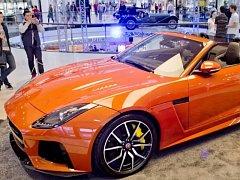 Z výstavy vozů značky Jaguar v pražském obchodním centru Arkády Pankrác.