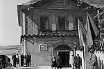 """U kaštanu. V sobotu 4. dubna 1953 bylo v budově bývalého hostince """"U kaštanu"""" slavnostně otevřeno Museum počátků českého dělnického hnutí. V roce 1878 zde vznikla první revoluční politická strana českého dělnictva - Českoslovanská sociální demokracie."""