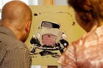 Automobily na Wu-Weiových obrazech opravdu žijí.