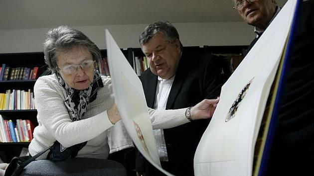 Den otevřených dveří v České genealogické a heraldické společnosti se spolkovou knihovnou s 6000 knihami s genealogickou a heraldickou tematikou proběhl 20. listopadu v pražských Stodůlkách.