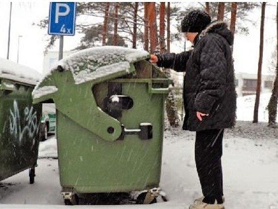 JEN NECELÝCH PADESÁT METRŮ ušla v roce 2007 ze svého bytu seniorka Božena, aby vynesla odpadky do popelnice.