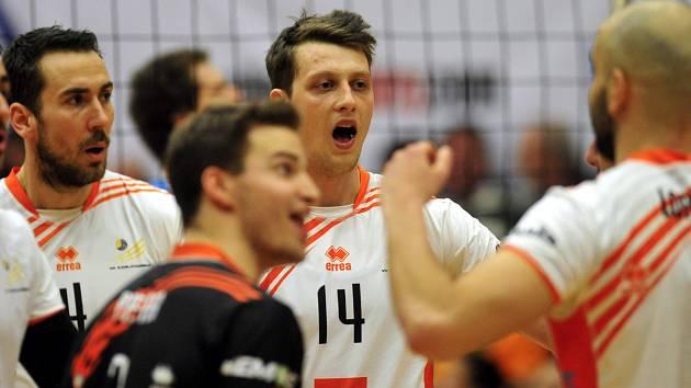Matej Mihajlovič (č. 14) ještě v dresu Karlovarska.