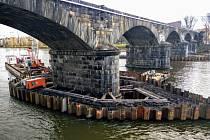 Oprava Negrelliho viaduktu.
