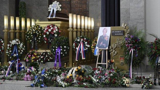 Kolegové a známí se rozloučili se bývalou ministryní Dagmar Burešovou.