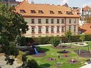 Pinkasův palác na Kampě jde za 470 milionů korun do nedobrovolné dražby.
