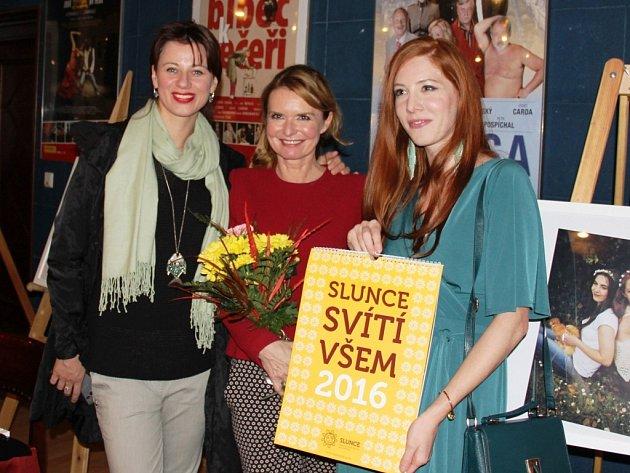 V Divadle Bez zábradlí zahájili vernisáž fotografií z charitativního kalendáře Nadace Slunce pro všechny pro rok 2016.