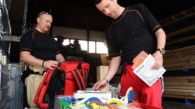 Čeští záchranáři odletěli do Nepálu na pomoc oblastem postiženým víkendovým zemětřesením.