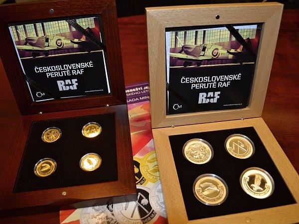 Jednotlivé mince nesou na lícové straně znak a motto 310., 311., 312.a 313.perutě RAF.