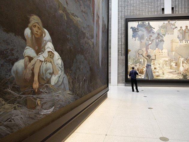Ze zahájení výstavy Slovanské epopeje malíře Alfonse Muchy 9. května 2012 v pražském Veletržním paláci.